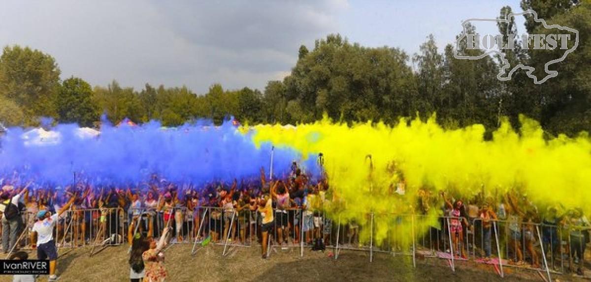 Празднуй День Флага Украины с желто-синим флэшмобом красок Холи!